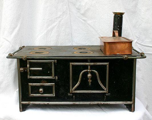 antiker k chenherd f r puppenk che modellherd. Black Bedroom Furniture Sets. Home Design Ideas