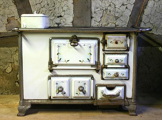 antiker deutscher k chenherd roeder mit clematisranken von 1905 verkauft. Black Bedroom Furniture Sets. Home Design Ideas